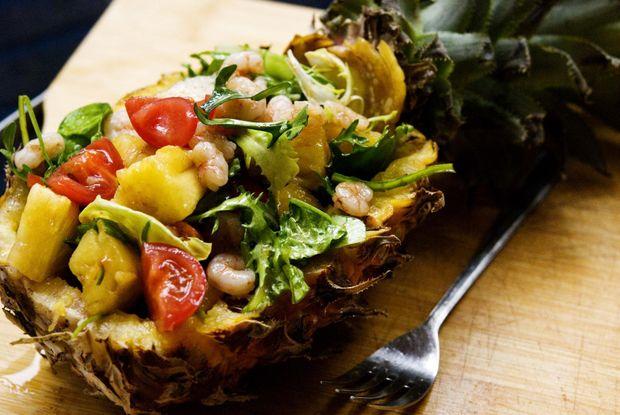 Салат з ананасом