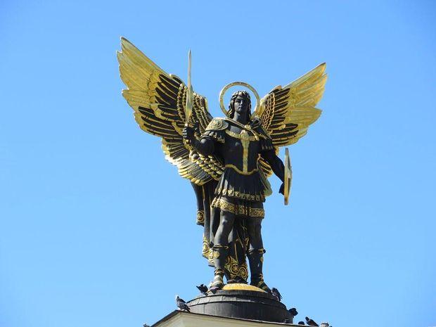 Архістратиг Михайло зображений на сучасному гербі Києва
