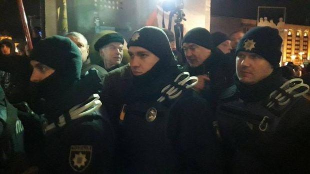 На Майдані в Києві встановили намети