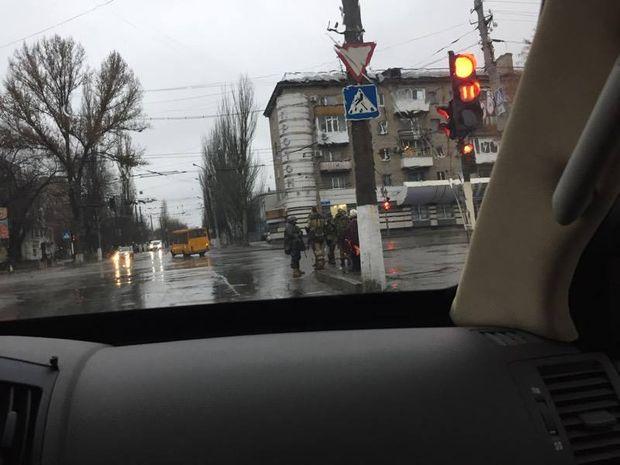 Військова техніка та бойовики у Луганську