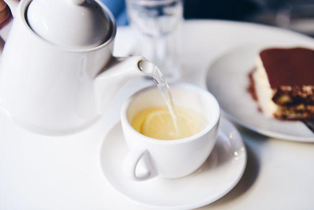 Зелений чай, як і кава, містить кофеїн