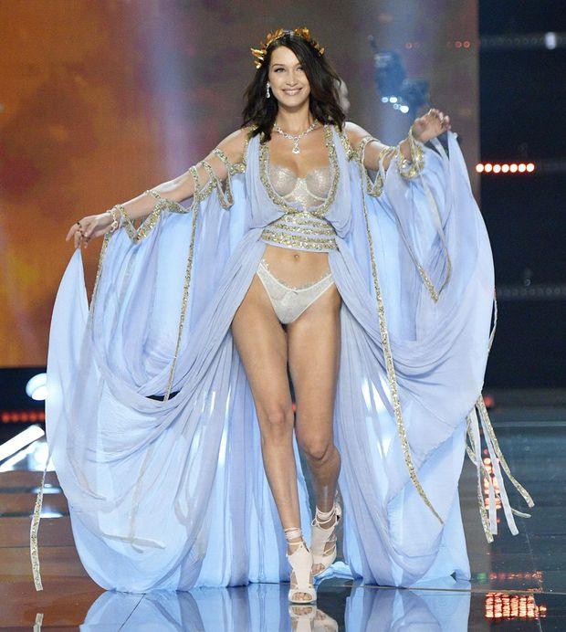 Белла Хадід, ,показ Victoria's Secret 2017