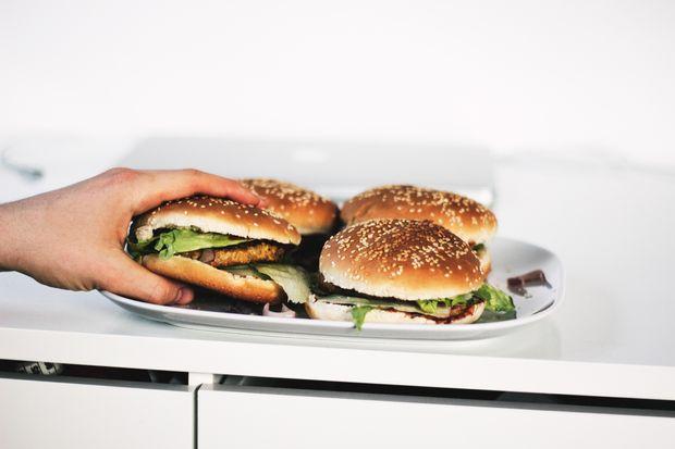 Які продукти містять шкідливі жири: список