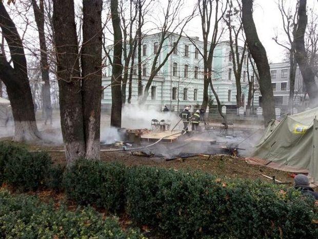 Пожежа, намет, протести, Рада