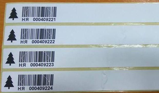 Етикетка з номером і кодом на ялинці