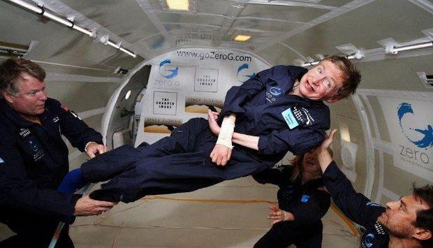 Стівен Хокінг, попри повний параліч тіла, побував у космосі