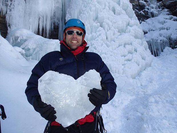 Ерік Вайхенмайер став першим у світі скелелазом, який досягнув вершини Евересту, будучи незрячим