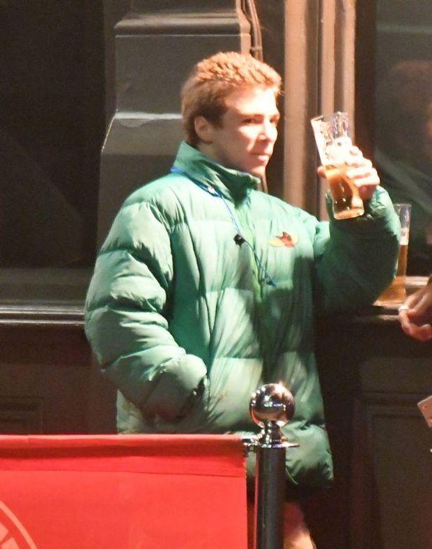 Неповнолітній син Мадонни Рокко Річі п'є пиво
