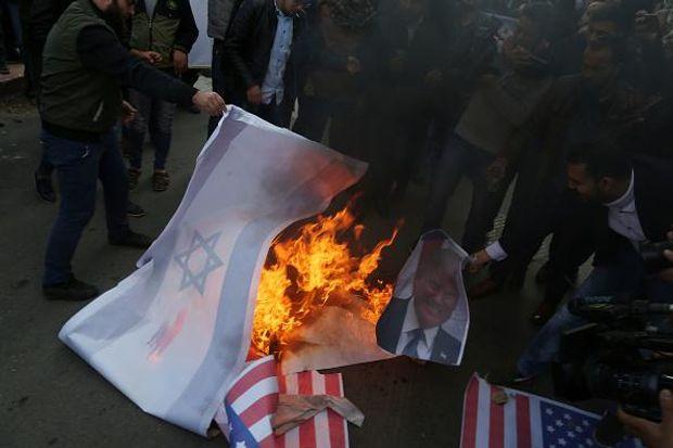 Портрет Трампа спалили у секторі Газа