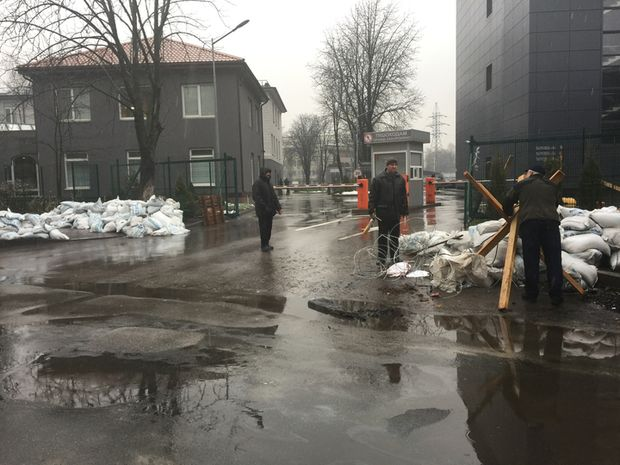 Активісти припинили блокаду телеканалу NewsOne
