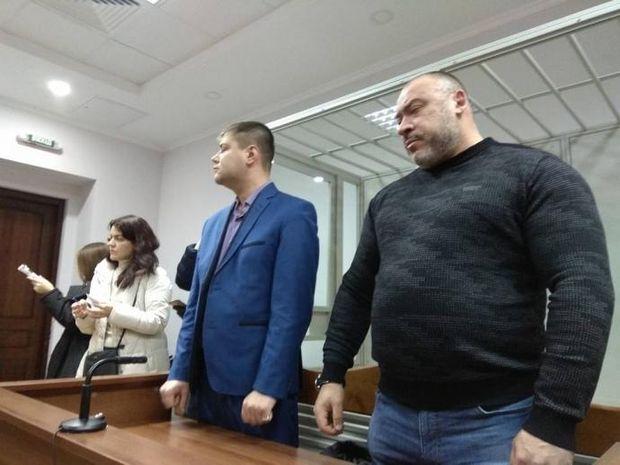 Фігурант справи Юрій Крисін та його захисник у залі суду