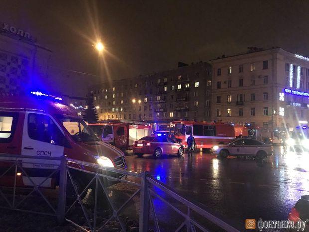 Усупермаркеті Петербурга стався вибух, є постраждалі