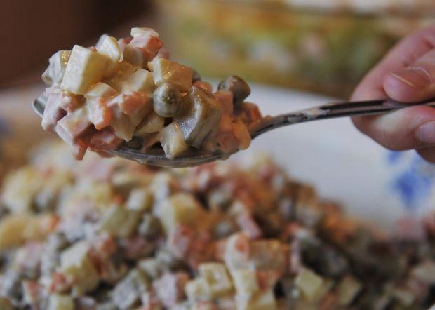 Не готуйте салати з купленим майонезом: ні на свята, ні в звичайні дні