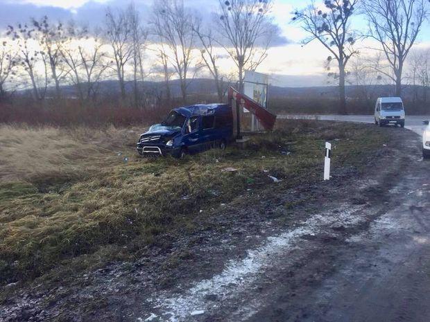 Пасажирський мікроавтобус, який їхав з Польщі, перекинувся на Львівщині