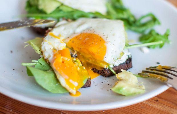 Тости з яйцем та зеленню