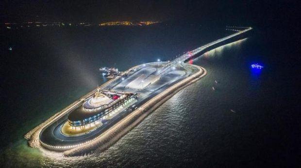 Найдовший морський міст у Китаї
