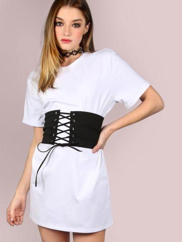 Речі, які вийшли з моди: корсет поверх одягу