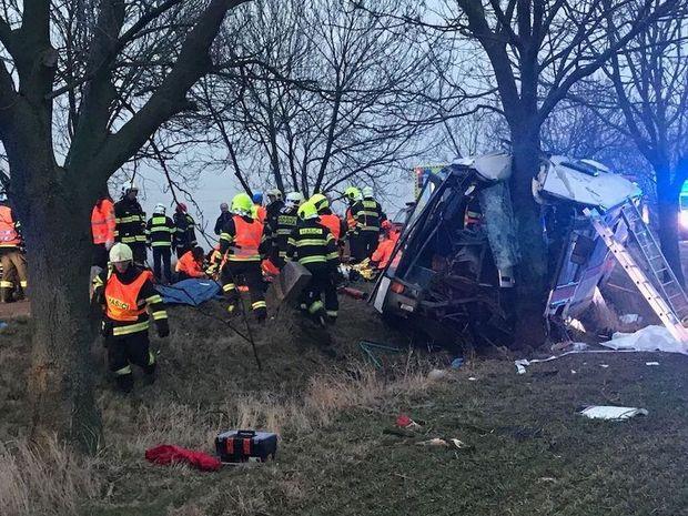 Біля Праги розбився пасажирський автобус: троє загиблих, десятки поранених
