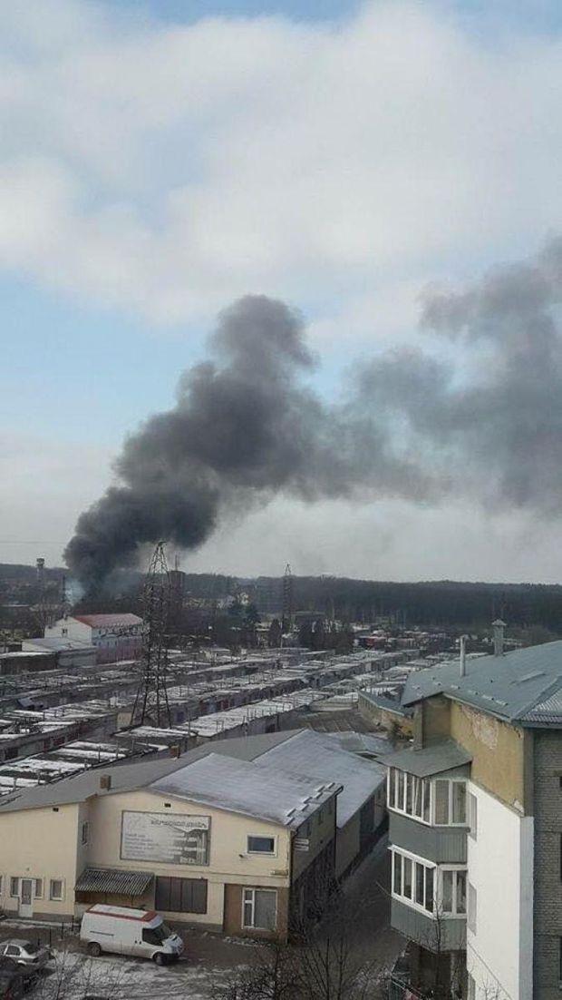 Пожежу було видно здаля, через густий дим
