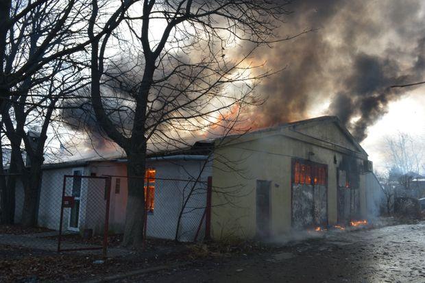 У Львові горіли складські приміщення