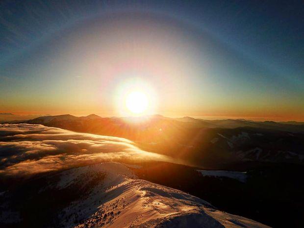 Зимовий світанок на горі Піп Іван в Карпатах