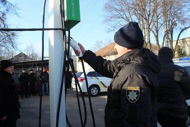 Зарядка для поліцейських авто