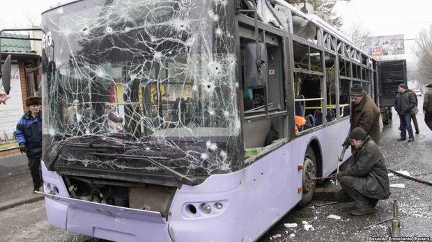 Обстріляна зупинка в Донецьку