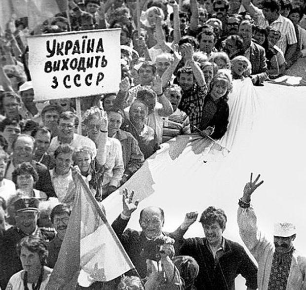 Україна виходить зі складу СРСР