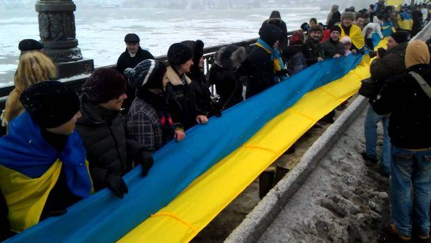 Живий ланцюг на мосту Патона в Києві