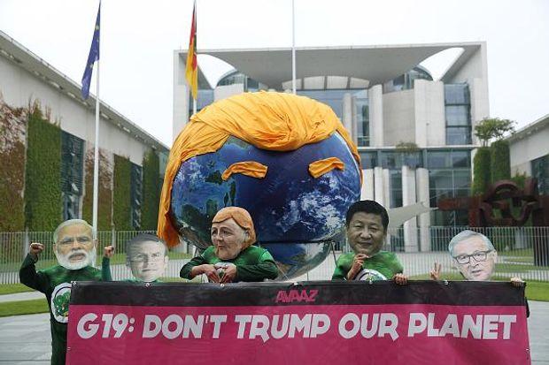 Трамп Меркель карикатура Берлін
