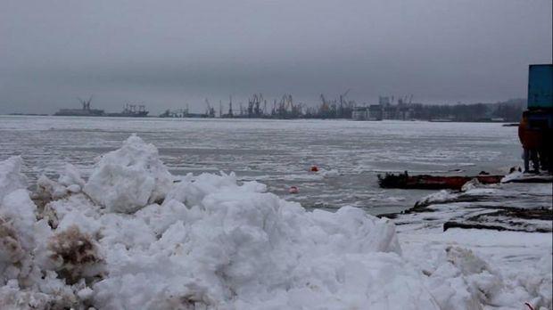 Азовське море в Маріуполі вкрилось кригою