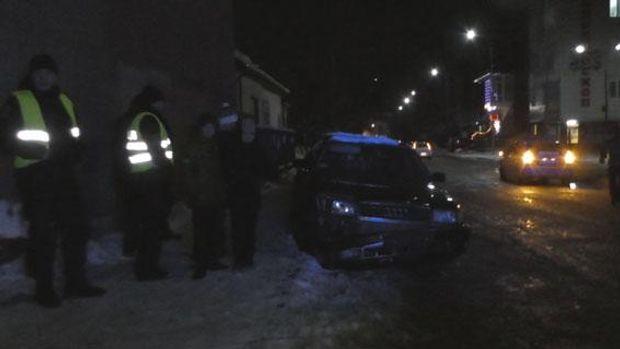 У Рівненській області поліції довелося відкрити вогонь помашині п'яного порушника
