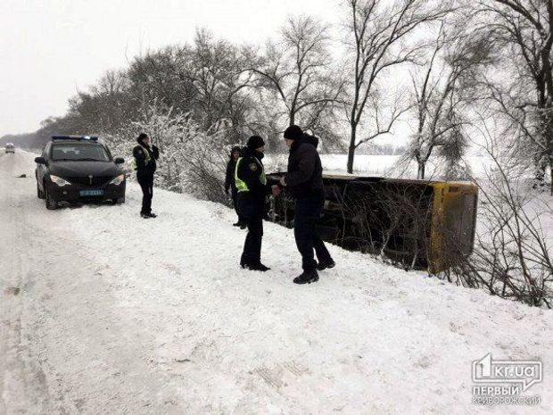 Автобус, перекинувся, Дніпропетровщина, пасажири, потерпілі