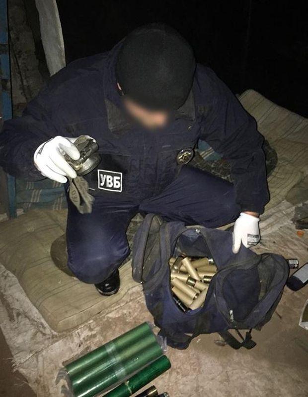 Правоохоронці вилучили незаконні вибухові речовини