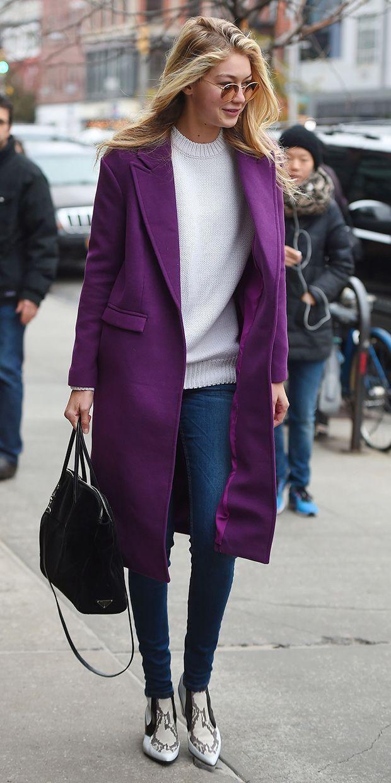 Джіджі Хадід доповнила образ фіолетовим пальто