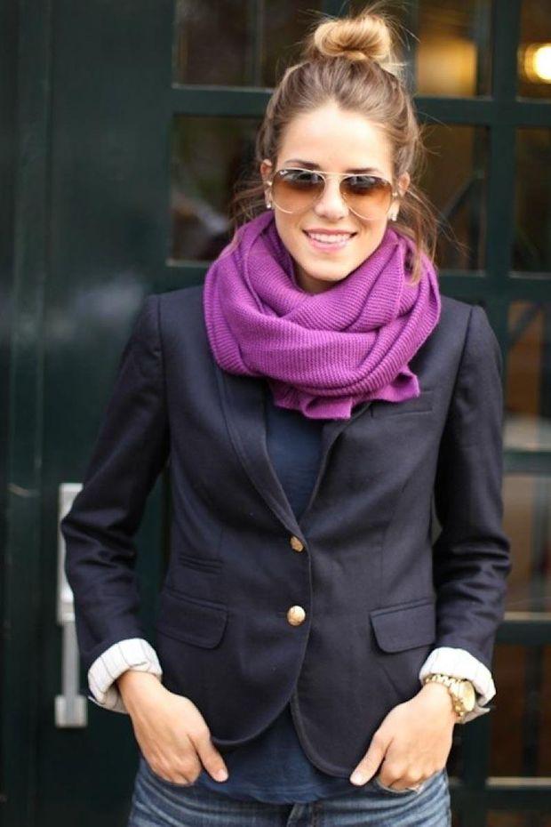 Фіолетовий шарф – яскраве доповнення щоденного образу