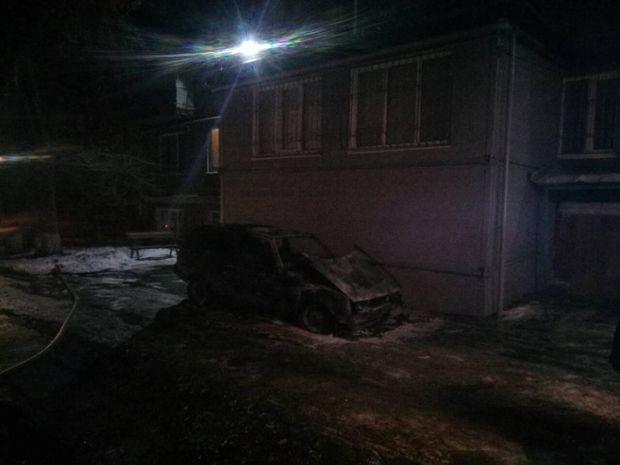 У Маріуполі в згорілому автомобілі знайшли труп