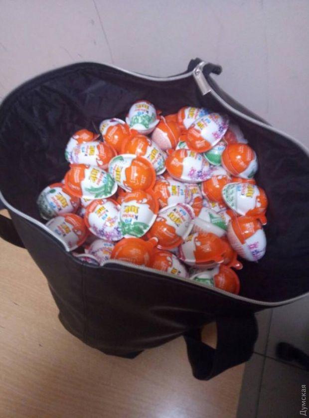 Викрадені шоколадні яйця Kinder