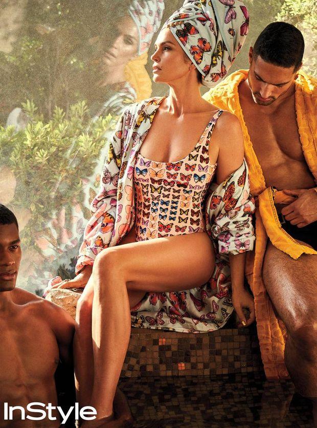 Упругой задницей фото мужчины в окружении голых женщин горничной картинки муж