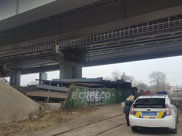 Чоловік стрибнув з Дарницького мосту