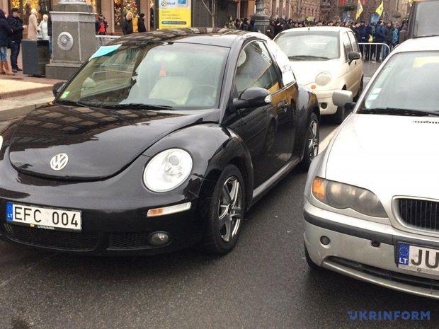 """Власники авто на """"євробляхах"""" вийшли на протест у Києві"""
