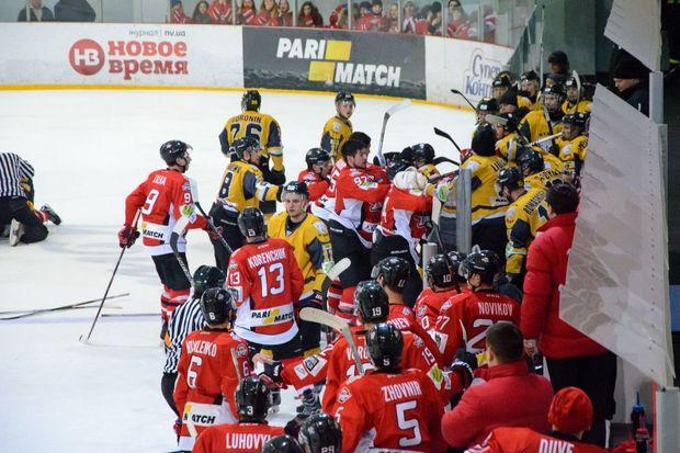 Ледовое побоище: хоккейный матч «Донбасс»— «Белый барс» окончился потасовкой ипобедой «горняков»