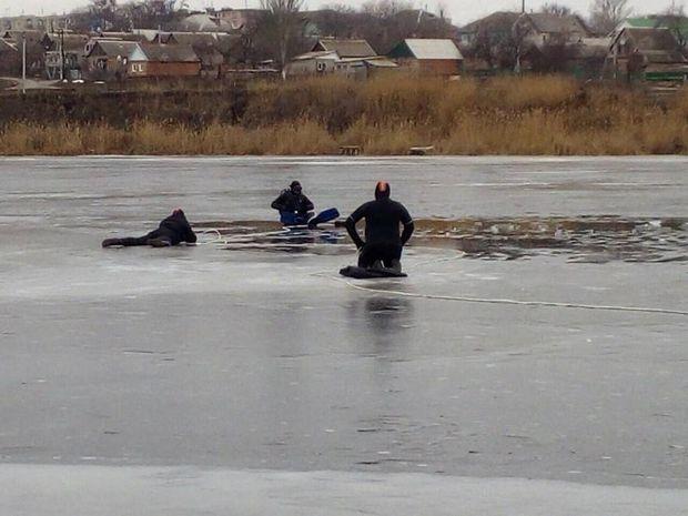 Троє рибалок провалились під кригу у Дніпрі