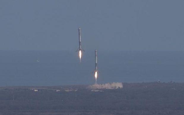 прискорювачі Falcon Heavy SpaceX
