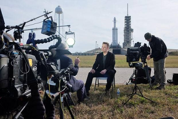 Илон Маск запускает ракету Falcon Heavy в космос
