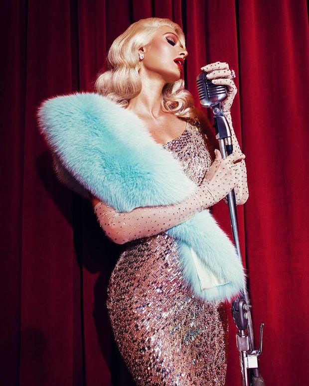 Фото домашнее видео актрисы пэрис хилтон попу