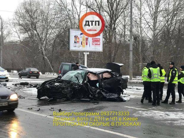 Поліцейський загинув внаслідок ДТП у Києві, ще 4 осіб постраждали