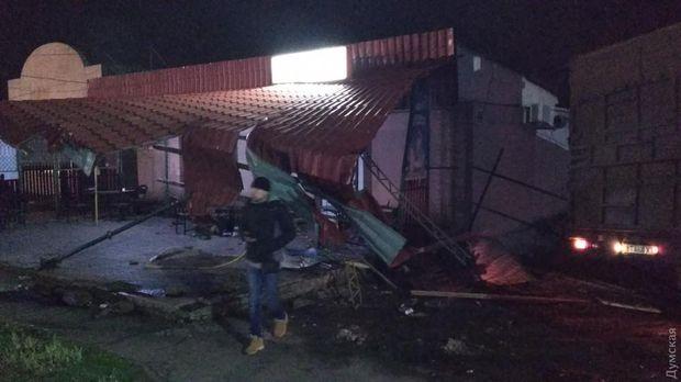 Вантажівка знесла літній майданчик кафе на Одещині