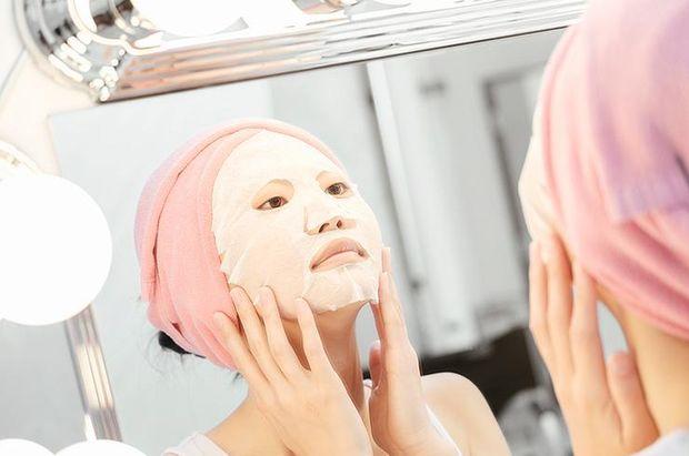 Захищати шкіру від сонячних променів потрібно навіть взимку