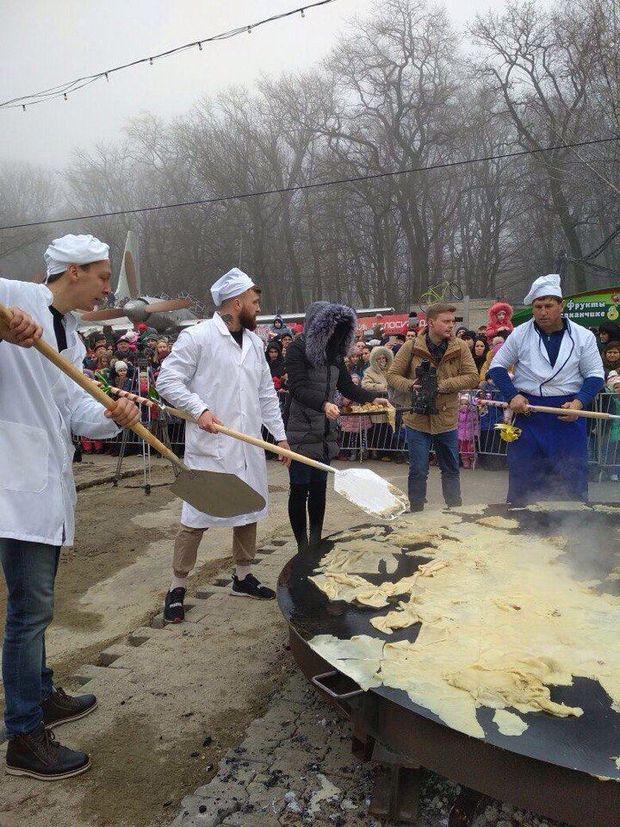 Млинці з лопати смакують жителям російського Ставрополя